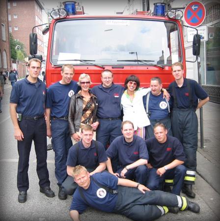 Auch die Kameraden der FF Eppendorf stellen sich für interessierte Bürger zum Fotoshooting auf...
