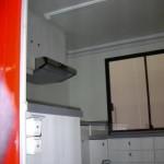 Küchenzeile linksseitig mit Dunstabzug