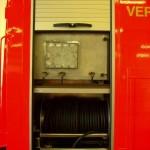 Wasserversorgungseinheit, formfester Schlauch m. D-Kupplung, für die Wasseraufnahme und -abgabe, darüber der 200 l-Tank