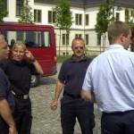 Vor der Befehlsstelle: GEL OBRT Lindner, S 4 BREF'in Klatt (BF Bochum), WF Altona A. Hesse, BFW-Führer BRAR Hitzeroth, BFW-Begleiter