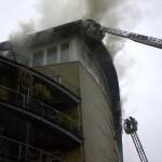 Blick auf das als Staffelgeschoß angelegte brennende Dach