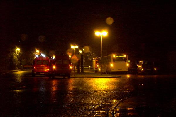 Szene nach Eintreffen des 1. RTW am Bus