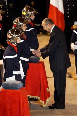 Der Französische Präsident bei der Trauerfeier in Loriol sur Drome.
