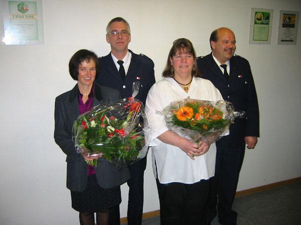 Links: Jens Albers mit Ehefrau. Rechts: Bernd Johannsen mit Ehefrau.