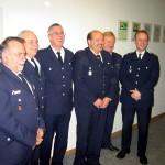 Von links: Uwe Sturr (BERF Bergedorf), Ronald Menz (Wachführer F26), Jens Albers (Jubilar), Bernd Johannsen (Jubilar), Werner Sannmann (DBERF Ost-Süd), Bernd Voigt (Wehrführer-Vertreter FF Bille)