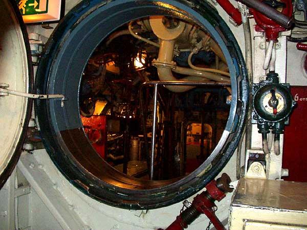 Kugelschott, das die einzelnen Abteilungen des Bootes trennt.