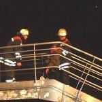 Transport einer von den PA-Trupps geretteten Person auf der Gangway