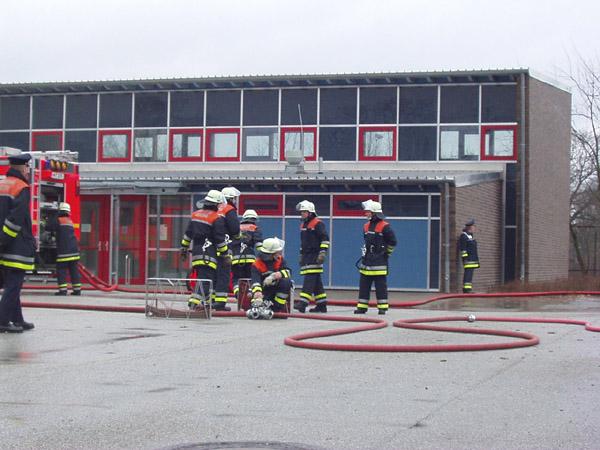 Brandstellenübung: Vornahme von 3 C-Rohren