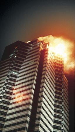 Stirb langsam (Die Hard, USA 1988, Regie: John McTiernan) Szene  / Hochhaus brennt, brennen, Feuer, Flammen, Skyscraper, Wolkenkratzer, Katastrophe