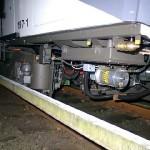 Blick unter den den neusten Zug der Hochbahn - den DT4.5