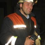 Übungsende: Nach einer Stunde professioneller Arbeit kommt auch bei diesem Gruppenführer ein Lächeln über die Lippen... ©Freiwillige Feuerwehr Lokstedt