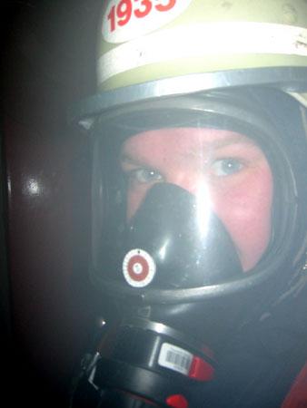 Nahaufnahme aus Sicht eines Opfers bei der Rettung aus dem Keller  ©Freiwillige Feuerwehr Lokstedt