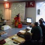 Gesamteinsatzleitung in Messehalle 4 mit Stellwand und Kommunikationseinheit ©opyright www.feuerwehr-hamburg.de