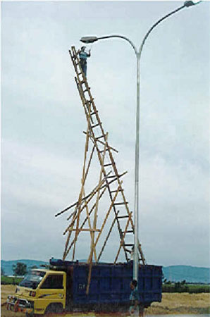Die Feuerwehr-Dienstvorschrift 10 regelt die Vornahme tragbarer Leitern