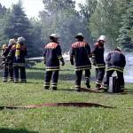 Einsatzvorführung der FF Kirchwerder Süd: Angriffstrupp zur Brandbekämpfung mit dem Schaumrohr vor!