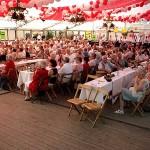 400 Gäste warten auf Margot Hellwig.