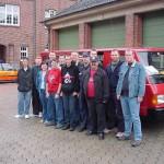 Die Litauen-Gruppe vor einem der beiden MB100<br>© Öffentlichkeitsarbeit JF Hamburg