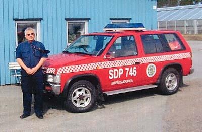 Wehrführer Lars-Erik Svensson mit seinem Einsatzleitwagen
