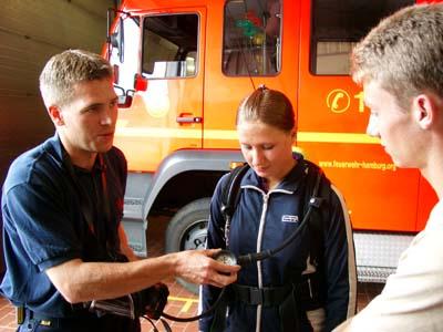 Besichtigung der Fahrzeuge und Geräte der FF Billstedt-Horn