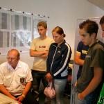 In der Feuerwehreinsatzzentrale:<br> Volker Timm erklärt den Disponentenplatz