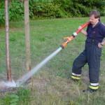 Bewässerung eines Jungbaumes