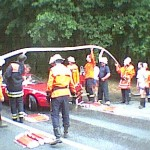 Tiefergelegte Sportwagen können nicht über Schlauchbrücken fahren ohne aufzusetzen.