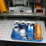 Anwohner die mitten in der Nacht freiwillig aufstehen und Einsatzkräfte mit Kaffee, Tee und Kuchen verpflegen.<br>D a n k e !<br>© FF Stellingen