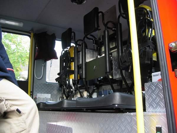 Im Mannschaftsraum kann nun auch der hier im Bild mittlere Platz mit einem PA-Gerät ausgestattet werden