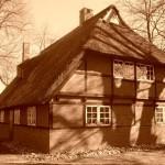 noch vor wenigen Wochen sah das historische Reetdachhaus so aus