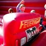 Die Feuerwehr-Hüpfburg kam besonders bei den kleinen Besuchern gut an
