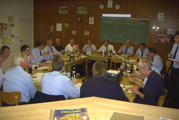 Günter Kirchner (in der Mitte rechts im weißen Hemd)