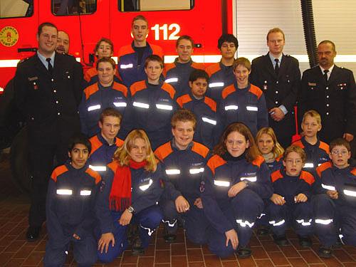 Die JF Wellingsbüttel mit ihren neuen Jugendwarten und den Wehrführern