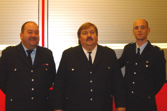 Direktionsbereichsführer André Wronski (mitte) mit den beide neue gewählten Bereichsführern Gerd Rüther (links) und Peter Wegemer (rechts)