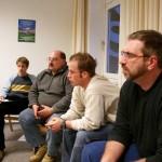 ... und mit allen anderen Teilnehmern lebhaft diskutiert