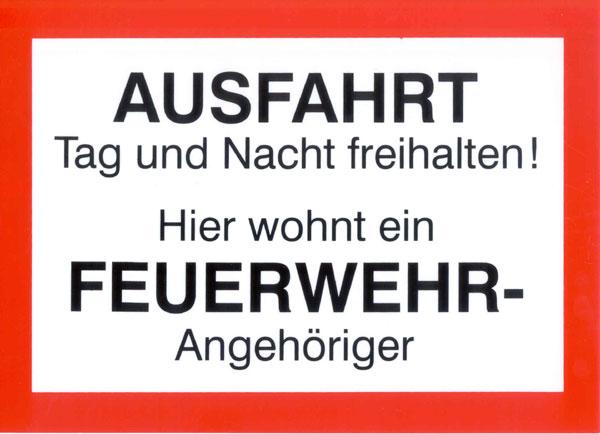 Dieses Schild war die Idee eines Feuerwehrmannes aus Niedersachsen, der oft mit Falschparkern vor seiner Ausfahrt zu kämpfen hatte. Durch das Schild ist deren Zahl deutlich zurückgegangen.