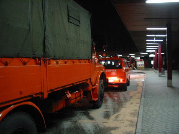 Das Dekontaminationsmehrzwecksfahrzeug (DMF) der FF Stellingen am ZOB Tibarg<BR>© FF Stellingen