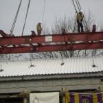 Befestigen mit den am Gebäude angebrachten Stahlarmierungen