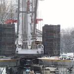 160 Tonnen Kontergewichte, da hilft selbst die beste Stahlkappe im Stiefel nichts ;-)