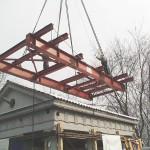 Die 56 Tonnen schwere Traverse, an ihr wurde das Gebäude befestigt.