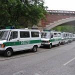 Auch die Polizei ist in Bereitstellung.<br> Standort: Helgoländer Alle zwischen U-Bahnbrücke und Brücke der Seewartenstraße.<br> © Merlin Wolf