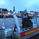Das Kleinboot von FF Rissen vor den Landungsbrücken.<br> © Merlin Wolf
