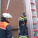 Die Vornahme der 3-Teiligen Schiebeleiter..<br>© www.bereichsausbildung-eimsbuettel.de<br>