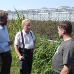 Diskussion der Schadenslage vor Ort: Bezirksamtsleiter Dr. Krupp, DBERF Werner Sannmann und Betriebsinhaber Olaf Lütten aus Curslack.KD.