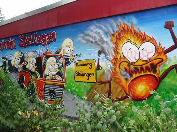 Die zum Spielplatz Johann-Wendt-Str. gerichtete Wand des Gerätehauses der FF Stellingen erhält die neuen Pepp<br>© FF Stellingen<br