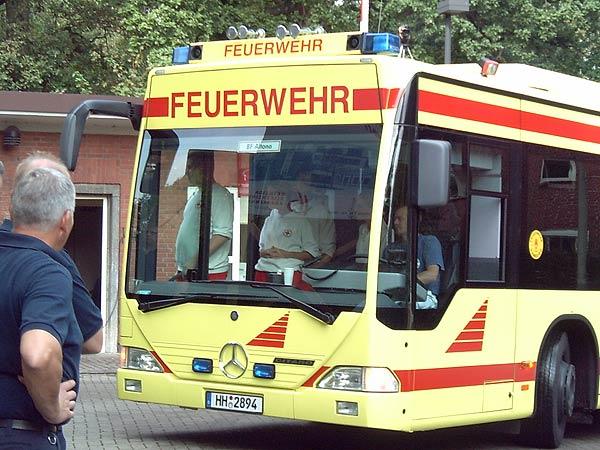 Unter anderem mit dem neuen GRTW der Feuerwehr Hamburg werden die Patienten transportiert ...<br>Bild: Piewi - FF Bergedorf