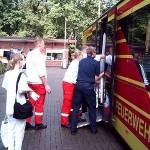 Die Patienten werden, begleitet durch das DRK und Krankenhauspersonal, im GRTW in den Glindersweg gefahren.<br>Bild: Piewi - FF Bergedorf