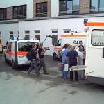 Die Intensiv-Patienten werden mit NAW/NEF und Krankenhauspersonal verlegt.<br>Bild: Piewi - FF Bergedorf