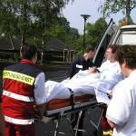 Der Transport der Patienten wurde durch das Krankenhauspersonal erfasst und gemeinschaftlich von DRK und Feuerwehr durchgeführt.<br>Bild: Jahnke - FF Boberg