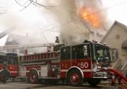 US Engine (pumper) bei der Brandbekämpfung