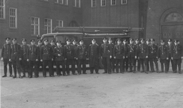 1. September 1939:  Ausbruch des 2.Weltkrieges.  Führungskräfte der FF bei der Hauptfeuerwache am Berliner Tor